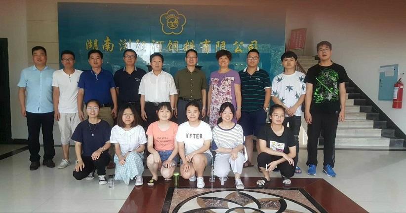 湖南农业大学校长符少辉、动科院王院长一行来我司就产学研基地情况进行调研并看望实习学生